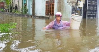 Nhiều người chết và mất tích, khắp nơi thiệt hại do mưa lũ