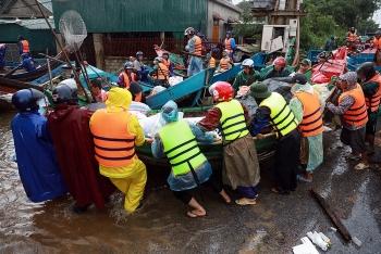 Những ngày mưa lũ ở miền Trung mới thấy hết ý nghĩa cụm từ