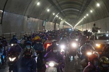 Quốc lộ 1A mở 4 hầm để người dân về quê được thuận tiện