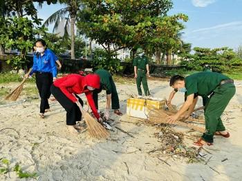 Đà Nẵng: Quân dân chung tay làm sạch môi trường biển
