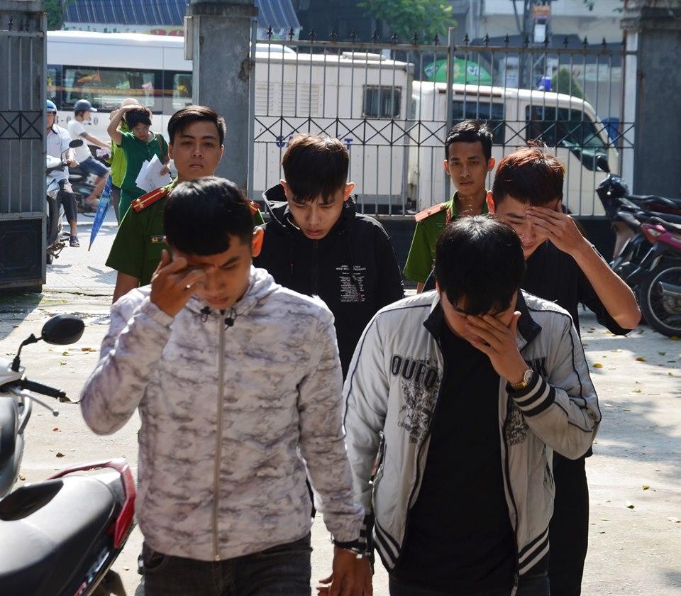 cuop nham phai cong an 4 sinh vien xo kham