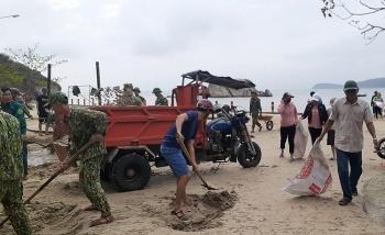 Sau bão số 13, người dân Cù Lao Chàm chung tay khắc phục hậu quả