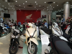 Thị trường xe máy Việt Nam sụt giảm 1/3 vì COVID-19