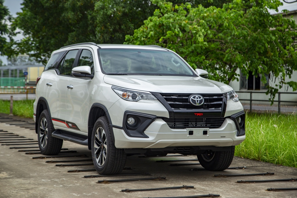 toyota fortuner voi nghich ly gia chi tang chu khong giam