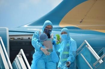 Thủ tướng: Mở lại một số đường bay nhưng không để tình trạng người nước ngoài vào Việt Nam gây ra ổ dịch mới