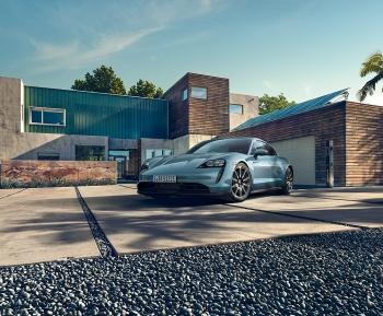 Mẫu sedan chạy điện Porsche Taycan có giá từ 5,72 tỷ đồng tại Việt Nam