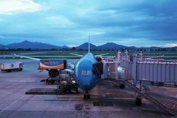 Cận cảnh chuyến bay thương mại quốc tế đầu tiên được khôi phục sau COVID-19