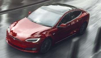 Tesla ra mắt mẫu xe mới, tăng tốc 'siêu nhanh'