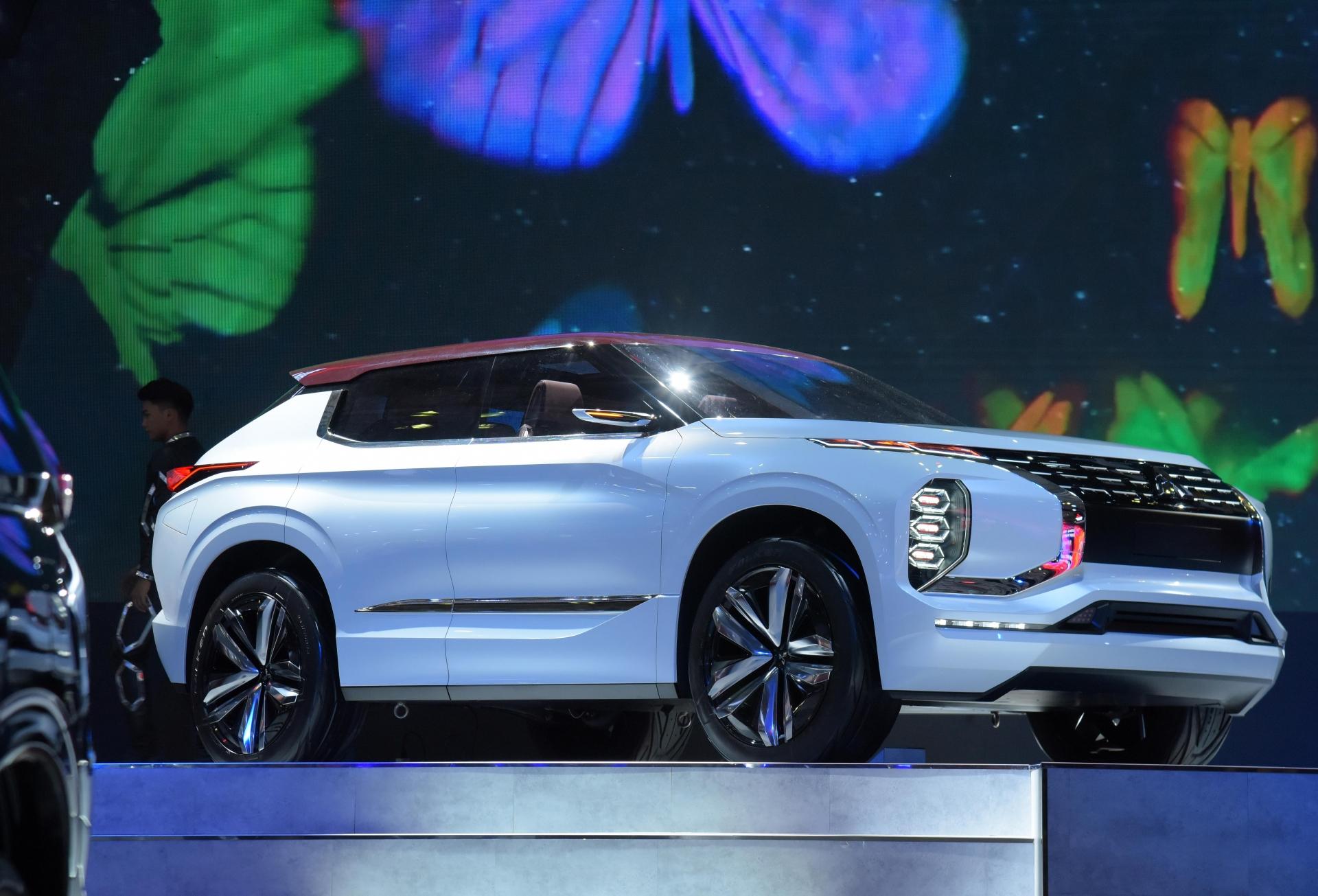 mitsubishi viet nam dem mau xe concept gt phev den vms 2019
