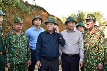 Phó Thủ tướng Trịnh Đình Dũng tới huyện Bắc Trà My trực tiếp chỉ đạo công tác tìm kiếm, cứu nạn