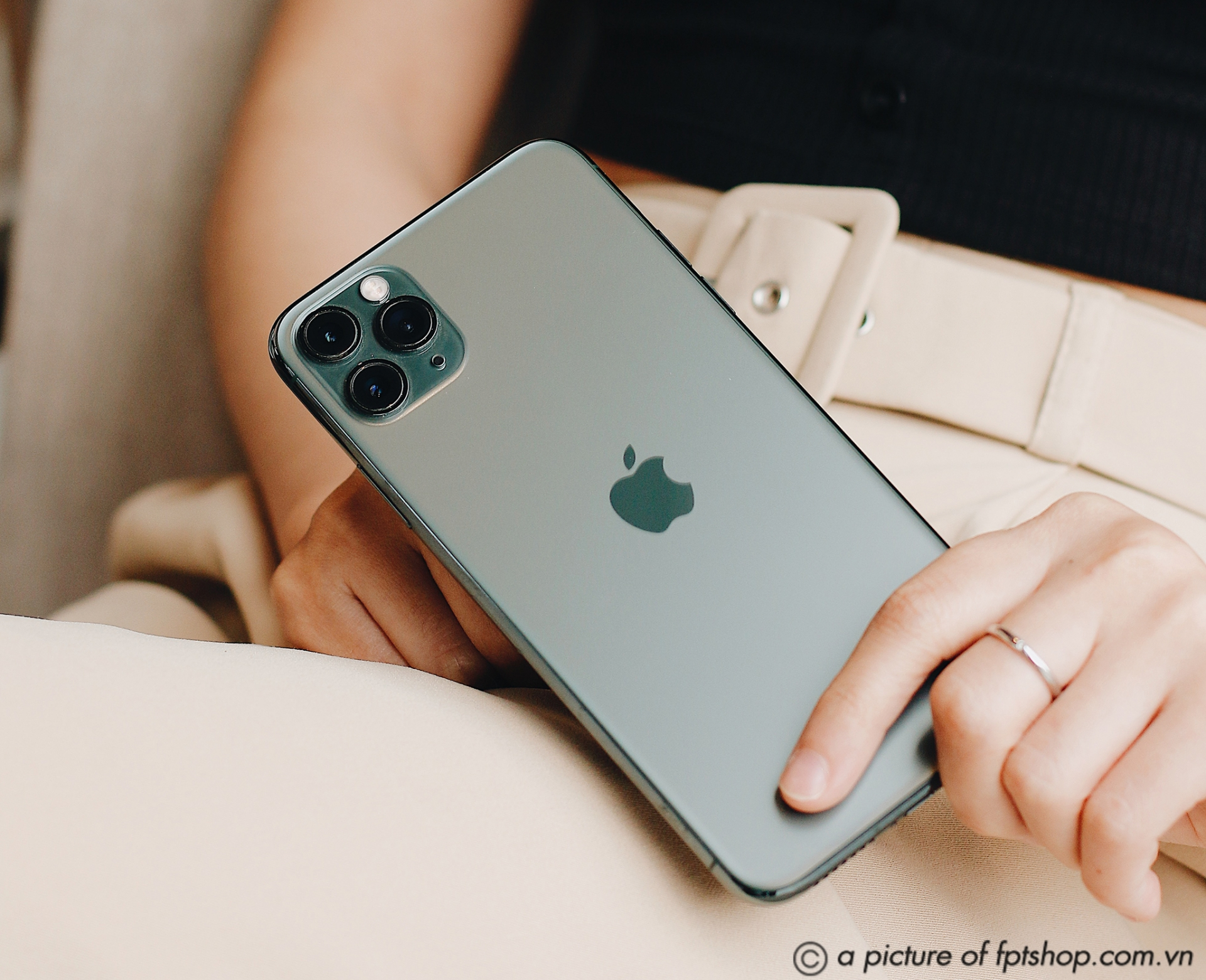 fpt shop chinh thuc phan phoi bo 3 iphone 11 chinh hang gia khoi diem tu 22 trieu dong