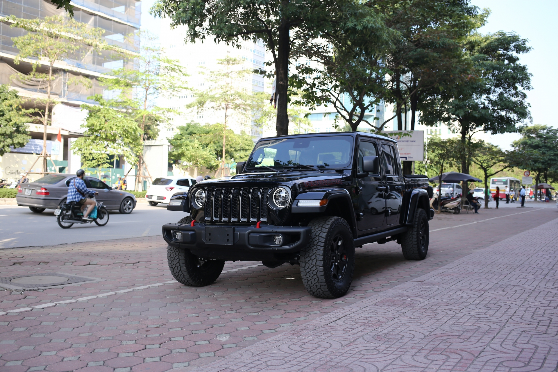video can canh xe jeep gladiator rubicon doc nhat viet nam gia gan 4 ti dong