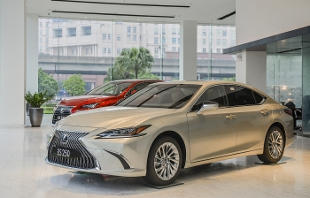 Lexus ES 2021 tại Việt Nam:  Tăng an toàn, giá không đổi