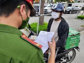 Hà Nội chính thức tiếp tục giãn cách xã hội đến ngày 6/9, giám sát chặt việc cấp giấy đi đường