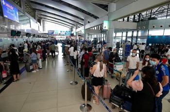 Tại sao Cục Hàng không Việt Nam yêu cầu các hãng hàng không dừng bán vé máy bay nội địa?
