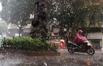 Dự báo thời tiết 27/9: Hà Nội tiếp tục có mưa dông, cảnh báo dông lốc