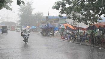 Dự báo thời tiết 2/10: Vùng núi Bắc Bộ tiếp tục có mưa dông, cảnh báo gió giật mạnh