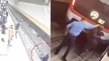Camera giao thông: Say rượu nhảy xuống đường ray 'tạo dáng' khiến lái tàu choáng váng