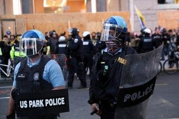 Mỹ điều vệ binh quốc gia phòng biểu tình, cảnh báo người ủng hộ ông Trump không mang theo súng