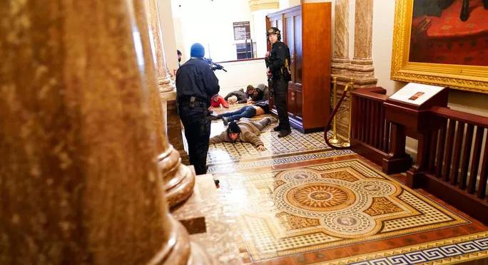 Tài liệu nhạy cảm bị đánh cắp trong vụ bạo loạn ở Điện Capitol