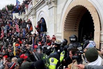 Đình chỉ công tác 2 cảnh sát vì cáo buộc tham gia bạo loạn ở đồi Capitol