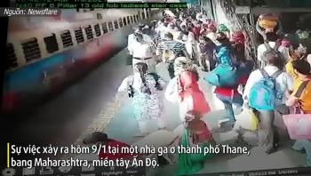 Video: Cảnh sát phản xạ 'nhanh như chớp' cứu người phụ nữ ngã vào đoàn tàu đang chạy