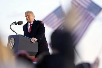 Video: Mỹ nổ 21 phát đại bác chia tay Tổng thống Trump