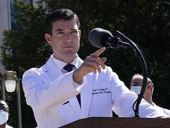 Tổng thống Biden sa thải bác sĩ từng chữa COVID-19 cho ông Trump