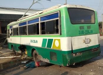 Tin tức tai nạn giao thông nổi bật ngày 1/2: Xe buýt mất phanh lao qua dải phân cách, 1 người chết tại chỗ