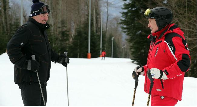 Video: Tổng thống Putin và và người đồng cấp Lukashenko trượt tuyết sau cuộc hội đàm