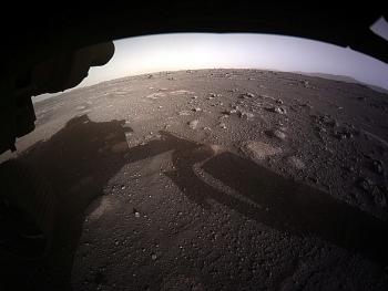 Khoảnh khắc tàu thăm dò Perseverance của NASA hạ cánh xuống Sao Hỏa