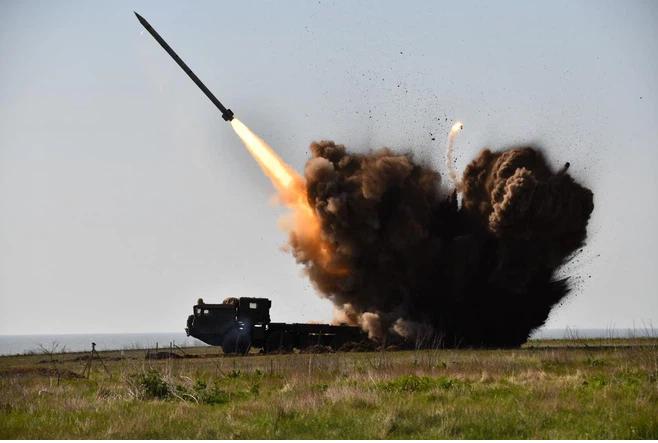 Quân đội Ukraine khai hỏa, dồn dập nã hơn 100 quả đạn vào các vị trí của DPR