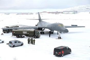Oanh tạc cơ B-1B lần đầu tiên hạ cánh ở Bắc Cực, ngầm gửi thông điệp tới Nga?