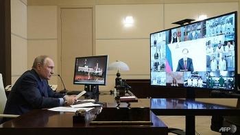 Tổng thống Putin bác chỉ trích về vắc xin Sputnik V, nêu ngược câu hỏi về nhóm lợi ích