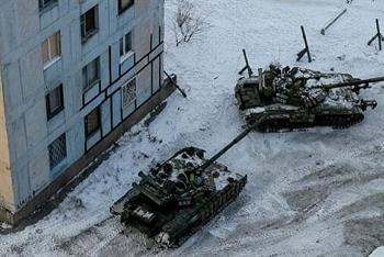 Ukraine tiếp tục tăng cường xe tăng, pháo tự hành tới Donbass