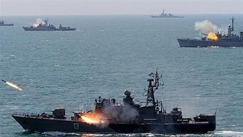 """Chiến hạm Nga """"mượn quân xanh"""" vào Biển Đen phá """"Lá chắn biển"""" của 18 tàu NATO?"""