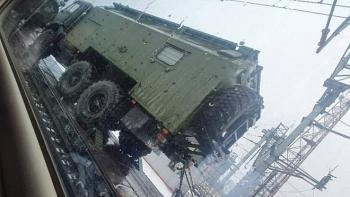 Khí tài quân sự Nga áp sát biên giới Donbass, nguy cơ xảy ra xung đột vũ trang