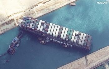 Vì sao Tàu Ever Given mắc kẹt, chắn ngang kênh đào Suez?