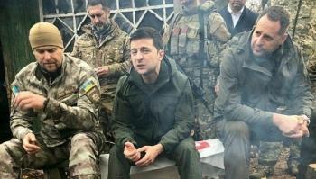Tổng thống Ukraine tố Nga 'diễu võ' ở Donbass