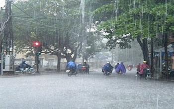 Bão số 2 suy yếu thành áp thấp nhiệt đới nhưng vẫn gây mưa lớn