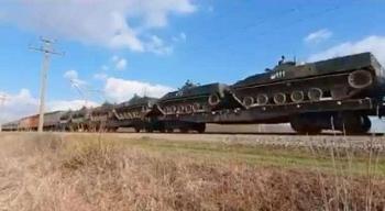 Tại sao Nga công khai đưa thiết bị hạng nặng áp sát Ukraine?
