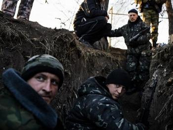 Binh sĩ Ukraine thương vong khi cố gắng trinh sát căn cứ ở Donbass giữa lúc mưa và sương mù