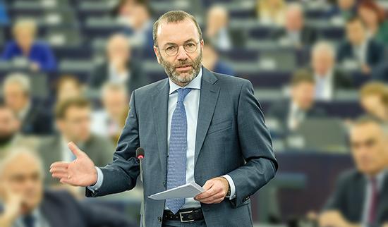 """Nghị sĩ châu Âu đề xuất loại Nga khỏi SWIFT vì """"làm leo thang xung đột"""" ở Ukraine"""