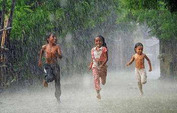 Thời tiết ngày mai 13/4: Thanh Hóa đến Thừa Thiên - Huế đêm có mưa rào vài nơi, ngày nắng