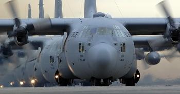 Vận tải cơ hạng nặng của Mỹ bất ngờ tới Ukraine