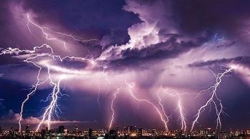 Thời tiết ngày mai 16/4: Thanh Hóa đến Thừa Thiên - Huế mưa rào và giông, khả năng lốc sét, gió giật