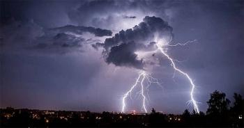 Thời tiết ngày 4/5: Mưa lớn, cảnh báo lốc, sét và gió giật mạnh ở Bắc bộ, Bắc Trung bộ