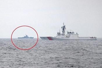 Ukraine công bố hình ảnh chiến hạm Nga áp sát tàu tuần duyên Mỹ trên Biển Đen