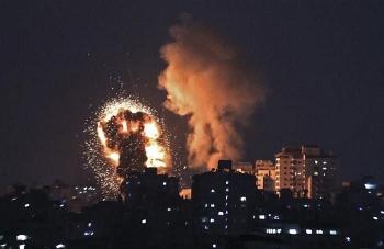 Video: Trụ sở đầu não Hamas trúng tên lửa, khói lửa ngút trời