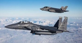 Báo Nga chỉ ra điều gì sau khi cặp chiến đấu cơ F-15 và F-35 tập trận ở Alaska?